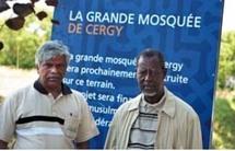 Maiga Hamida (à dr.), président de la Fédération musulmane de Cergy, et M. Tajudeen © Lahcène Abib